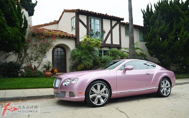 宾利 粉红色/实拍唯一一部定制版2012款粉红色宾利欧陆GT美图