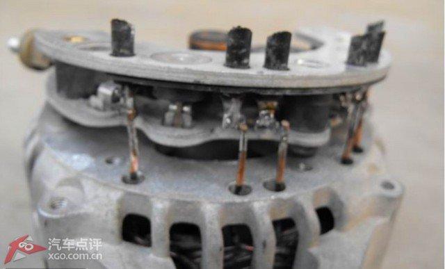 0的发电机电压调节器是内置的