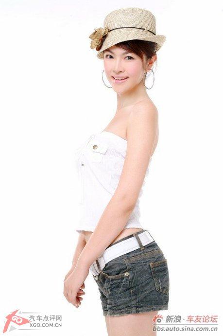 2011上海车展起亚展台模特:周莉,张璇,焦之雯,孙贺丽