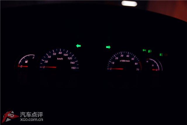 俊风的车量信息指示灯为红色显示,灯光指示灯大部分是绿色显示,这样就