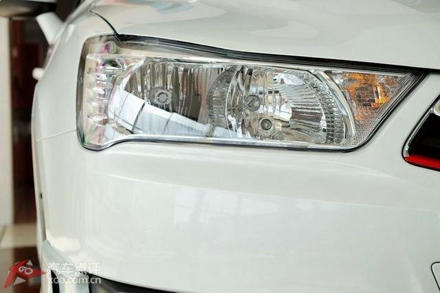 雾灯位置增加led日间行车灯.