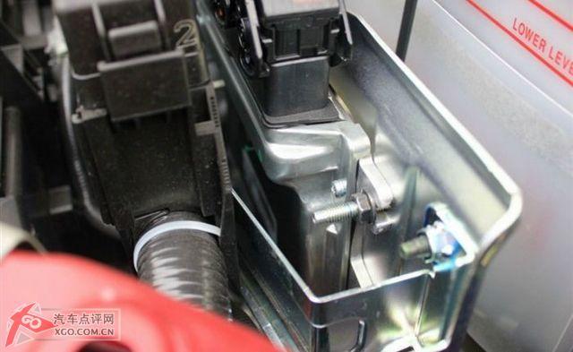 05年骐达发动机舱保险丝盒图解