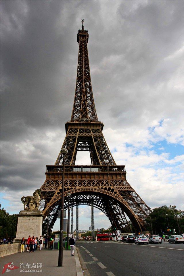 巴黎的埃菲尔铁塔_旅行摄影
