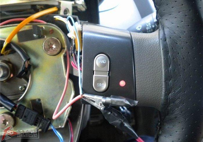 背景 方向盘/右边的,背景灯和加热指示灯全亮,方向盘开始加温。