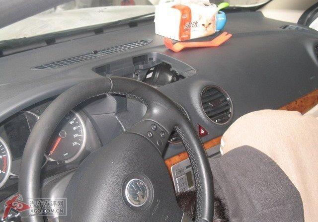 电子狗和gps的电源全部直接接到接线盒里,这样一来车子点火开关一通电