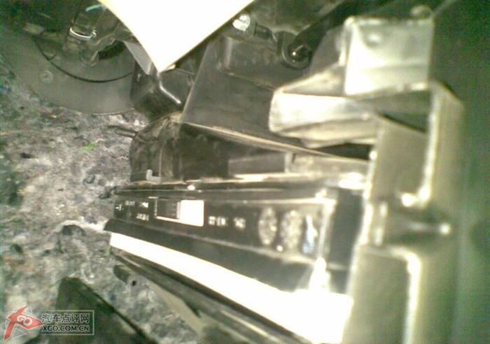 自己更换空滤和空调滤芯高清图片