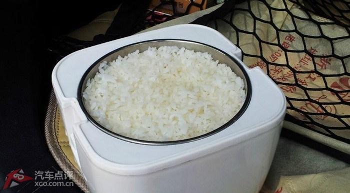 车载电饭煲  一路行进中已经把米饭闷好了