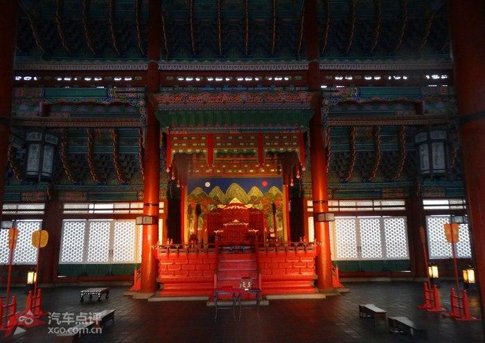 是景福宫的正殿,是韩国古代最大的木结构建筑,是国王登基,朝见文武百