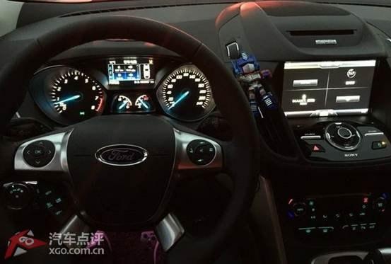 彩色的仪表盘,行车信息内容显示丰富,科技安全配置大家都耳熟能详了