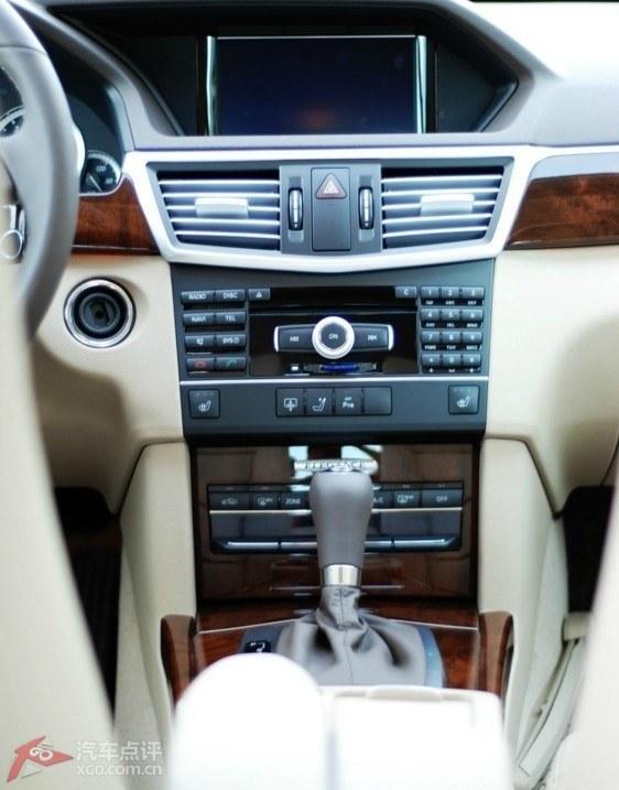 奔驰e200中控台按钮图解