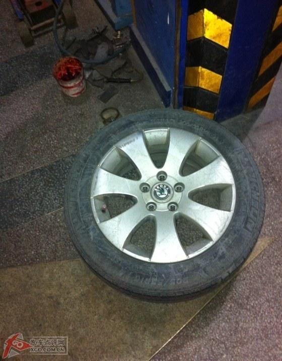 拆下来的原车轮毂轮胎!图片